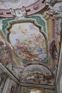 Affreschi nel salone di Villa Cappelli a Pollena Trocchia